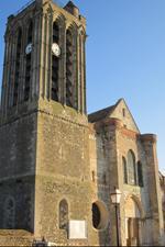 Vue extérieure de la Collégiale Saint-Martin de Champeaux