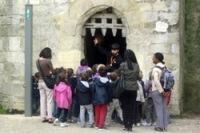 Des enfants en visite au château