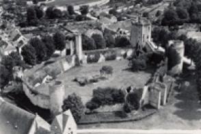 Le château de Blandy en ruine