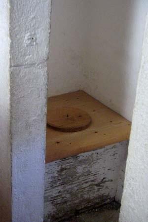 Siège de latrines dans un château