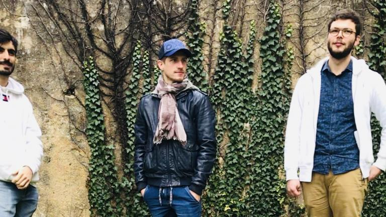 Photo du trio de musiciens